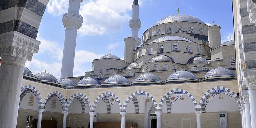 Orta Asya'nın En Büyük Camisi Kırgızistan'da Tamamlandı