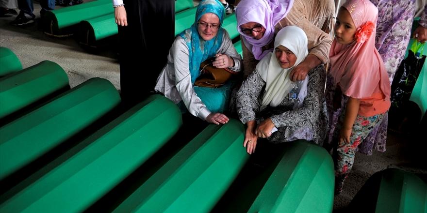 """Hollanda, Srebrenitsa Soykırımında """"Kısmen Suçlu"""" Bulundu!"""