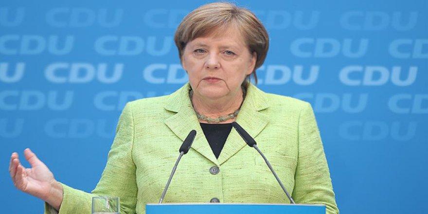 Merkel: AB, Türkiye'ye Verdiği Taahhütlerin Arkasında Duruyor