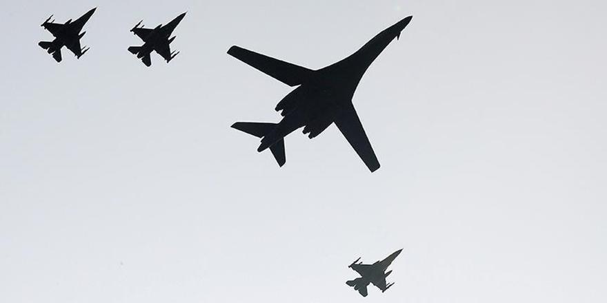 ABD'ye Ait Bombardıman Uçakları Kore Yarımadası'nda!