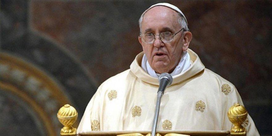 Papa Arakanlılara Destek İçin Myanmar'da
