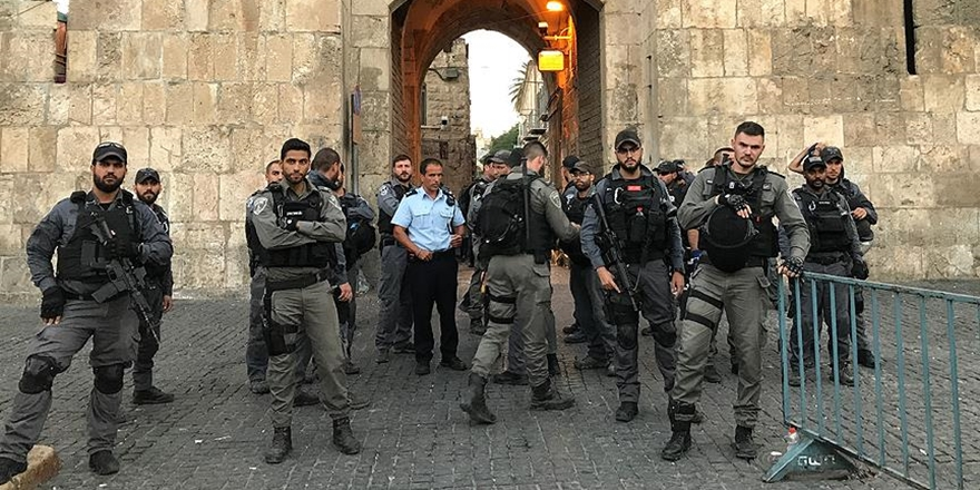 İşgalci İsrail Aslanlı Kapısı'na Kamera Yerleştiriyor!
