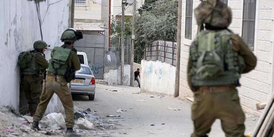 İşgalci İsrail Güçleri 16 Filistinliyi Gözaltına Aldı!