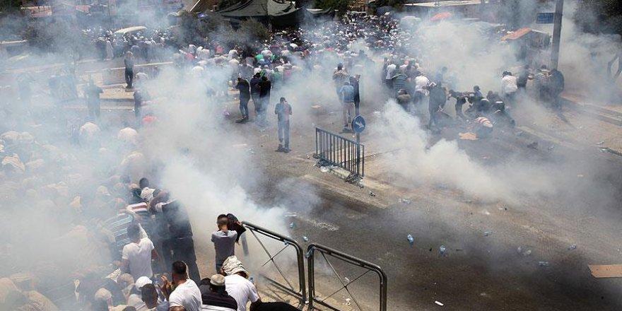 İşgalciler Mescid-i Aksa'ya Çıkan Yollarda Cemaate Saldırdı
