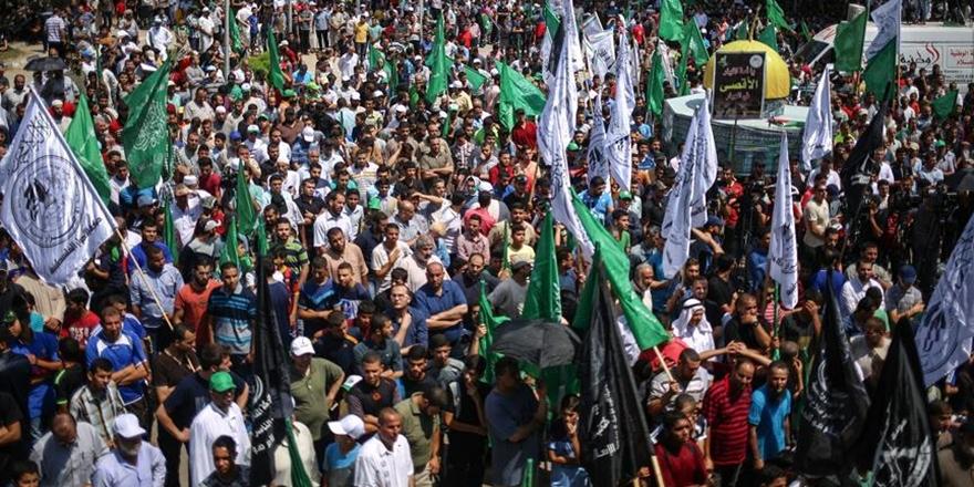 Gazze'de Binlerce Kişi İşgalci İsrail'i Protesto Etti!