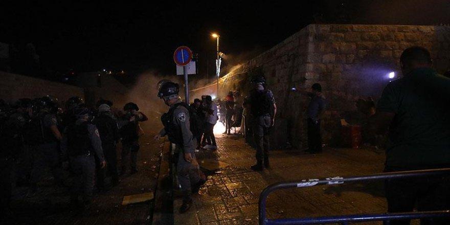 İşgalci İsrail'den Mescid-i Aksa Kapısındaki Müslümanlara Saldırı