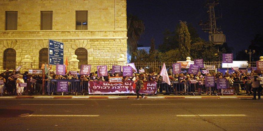 İsrailli Solcu Aktivistlerden Filistinlilere Destek Gösterisi