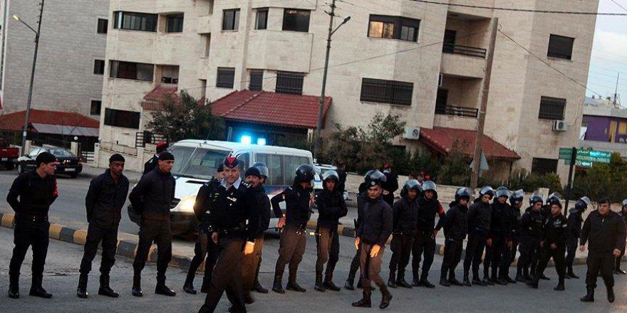 Siyonistlerin Amman Büyükelçiliğinde Ateş Açıldı: 2 Yaralı