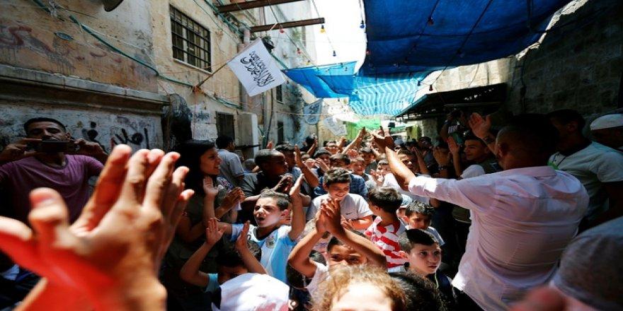 Filistin Halkı Siyonistlere Karşı Elde Edilen Zaferi Kutluyor!