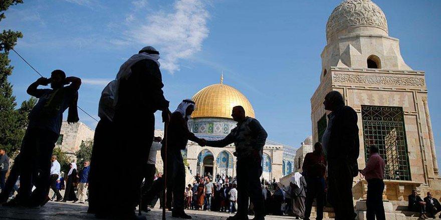 İşgalci İsrail Polisinin Mescid-i Aksa'ya Giren Müslümanlara Saldırısı Sürüyor