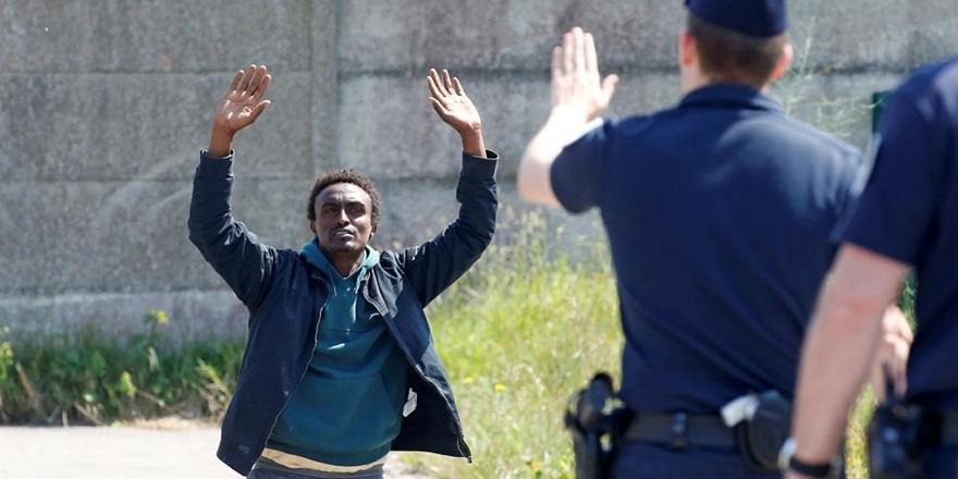 """""""Calais'de Mülteciler Polis Şiddetine Maruz Kalıyor"""""""