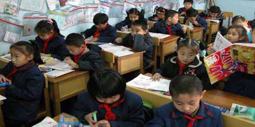 Çin Uygur Müslümanlarının Dilini Yasaklıyor