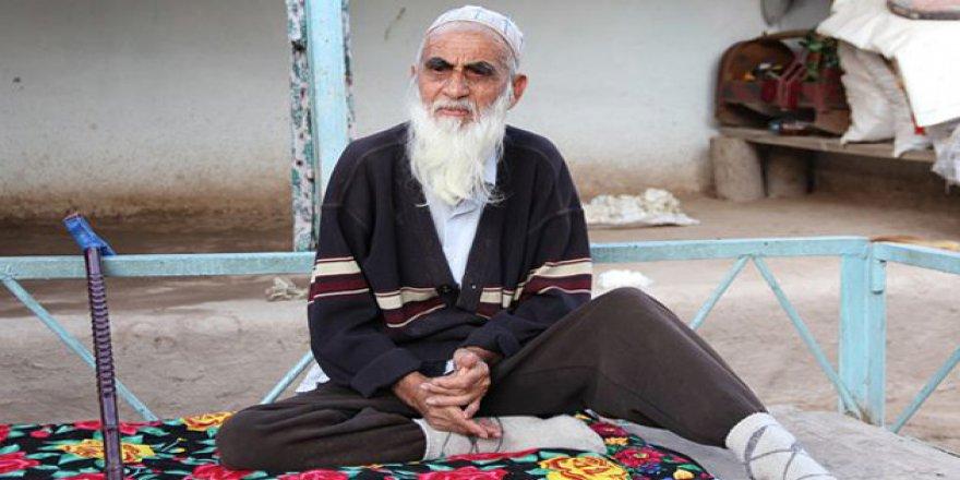 Tacikistan Şimdi de İmamların Sakalını Kafaya Taktı!