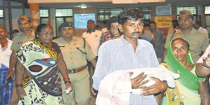 Hindistan'da 3 Günde 35 Çocuk Oksijensizlikten Öldü