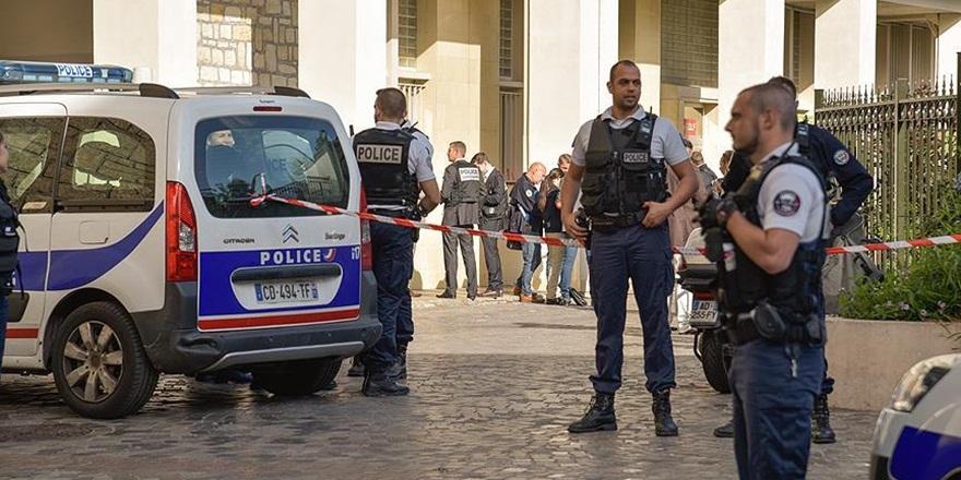 Fransa'da İki Otobüs Durağına Araçlı Saldırı!