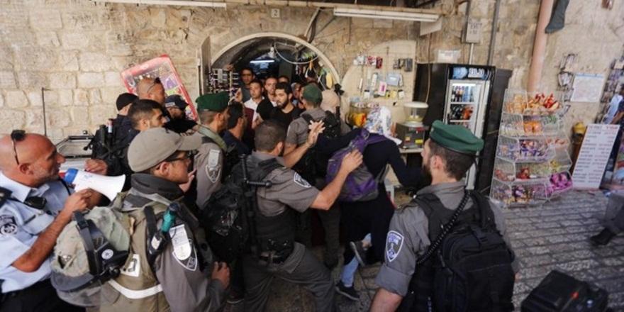 Arap Zannettikleri İsrail Askerlerine Saldırdılar!