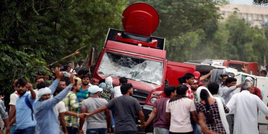 Hint Guru Tecavüzden Suçlu Bulundu, Gösterilerde 23 Kişi Öldü
