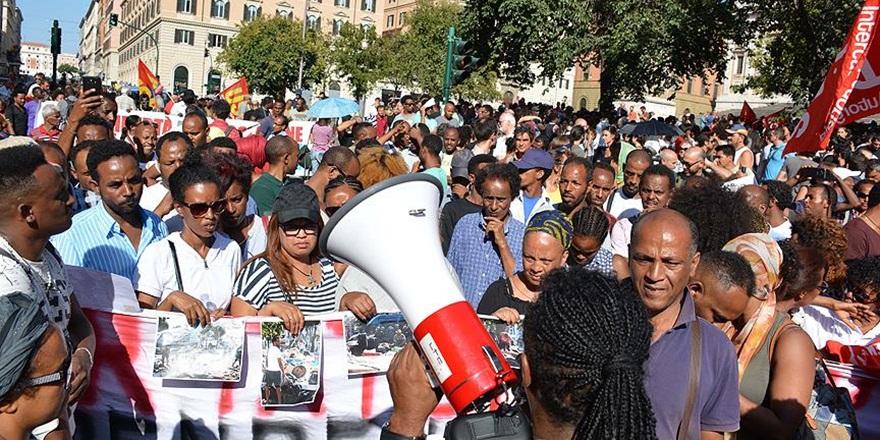 Roma'da Göçmenlerden Protesto Yürüyüşü