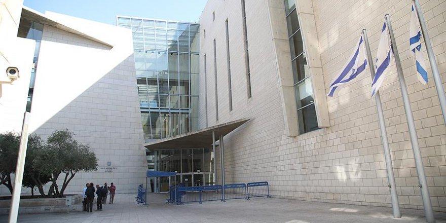 Siyonist İsrail Mahkemesi Tüm Aileyi Zindana Attı