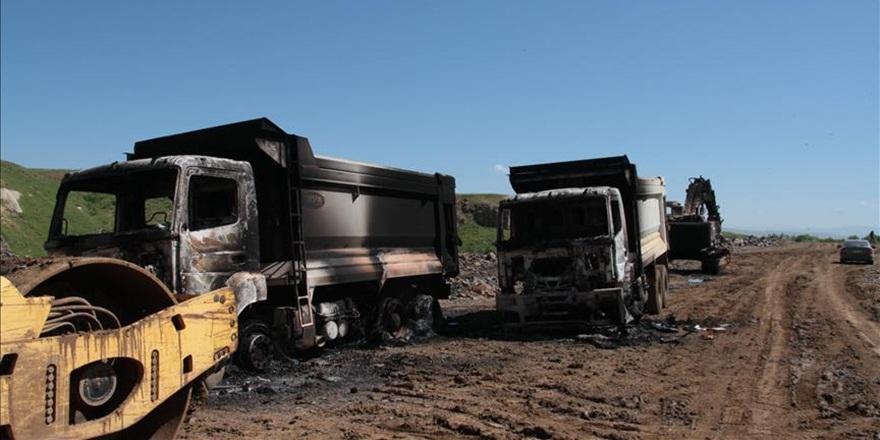 PKK'lılar Siirt'te İş Makinelerini Yaktı!