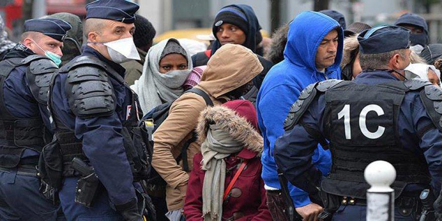 """""""Paris'teki Sığınmacılara Sistematik Taciz Uygulanıyor"""""""