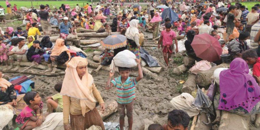 10 Günde 73 Bin Arakanlı Mülteci Durumuna Düştü