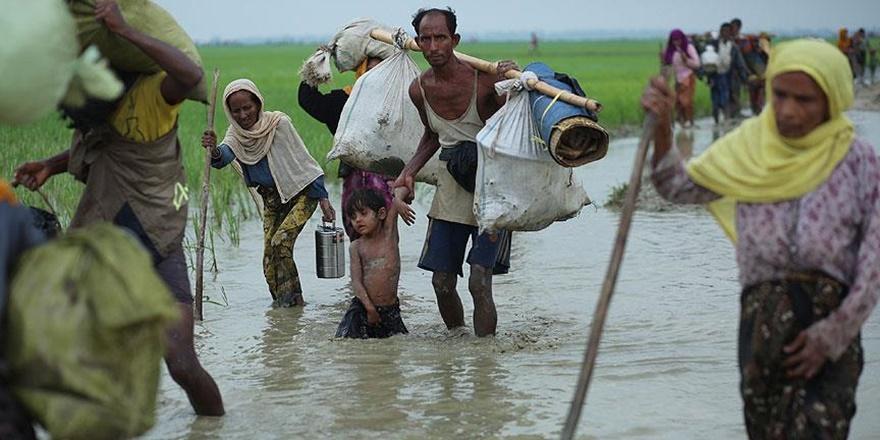 Bir Günde 35 Bin Arakanlı Bangladeş'e Geçti!