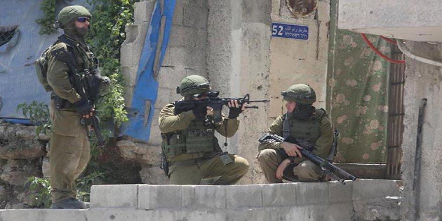 İşgal Güçleri Doğu Kudüs'te 10 Filistinli Genci Yaraladı