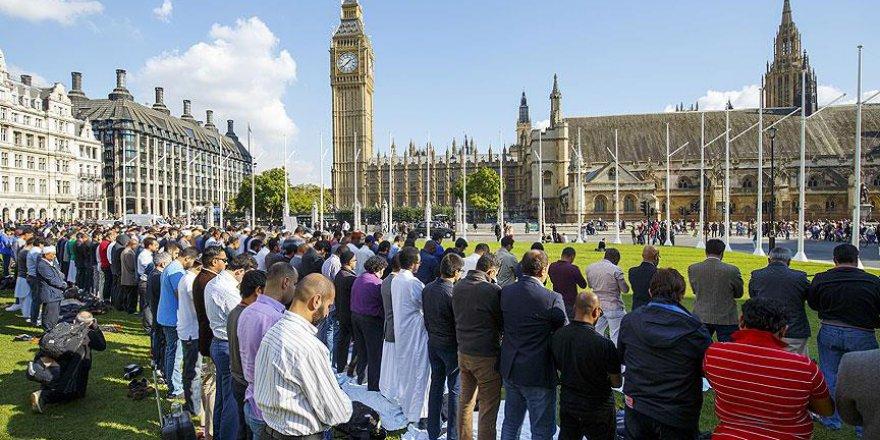 İngiltere'de Müslümanların Başarılı Olmaları Engelleniyor