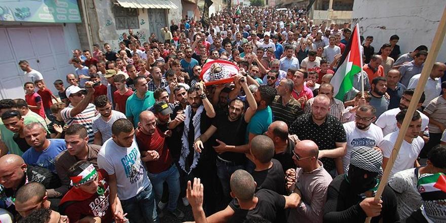 İşgalci Askerlerce Katledilen Filistinli Gençler Defnedildi!