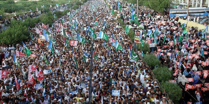 Pakistan'da Binlerce Kişi Arakanlı Müslümanlara Destek Gösterisi Düzenledi