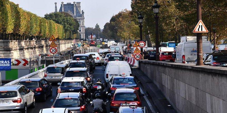 Fransa'da Yeni Çalışma Yasası Protestoları Paris'i Felç Etti