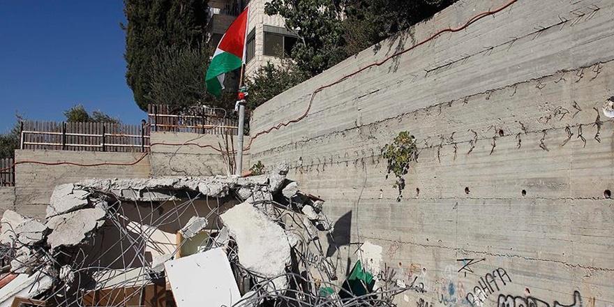 İşgalci İsrail Doğu Kudüs'te Filistinlilere Ait Bir Binayı Yıktı!