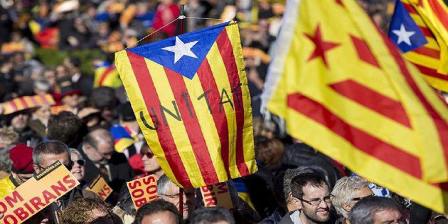 Katalonya Referandumda Israrlı