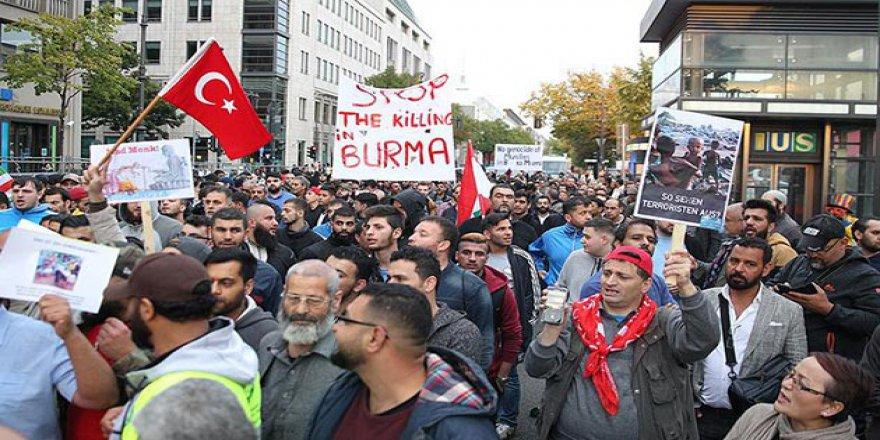 Arakan'daki Zulümler Almanya'da Protesto Edildi
