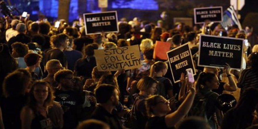 ABD'de Siyahiler Yine Sokağa Döküldü