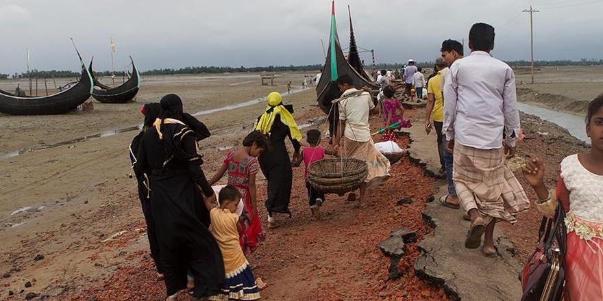 """""""Myanmar Hükümeti Bangladeş Sınırına Mayın Döşedi"""""""