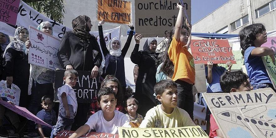 Yunanistan'da Göçmenlerden Protesto: Merkel, Sınırları Aç!