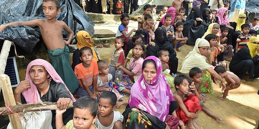 """""""Arakan'dan Bangladeş'e Geçenlerin 250 Bini Çocuk"""""""