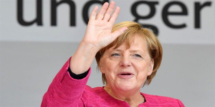 Almanya'da Genel Seçimleri Merkel'in Partisi Kazandı