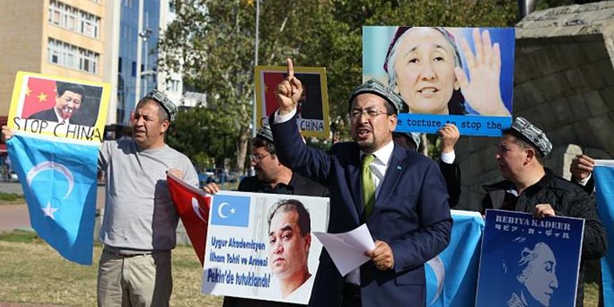 Çin, Doğu Türkistan'da Kur'an ve Seccadelere El Koyuyor!