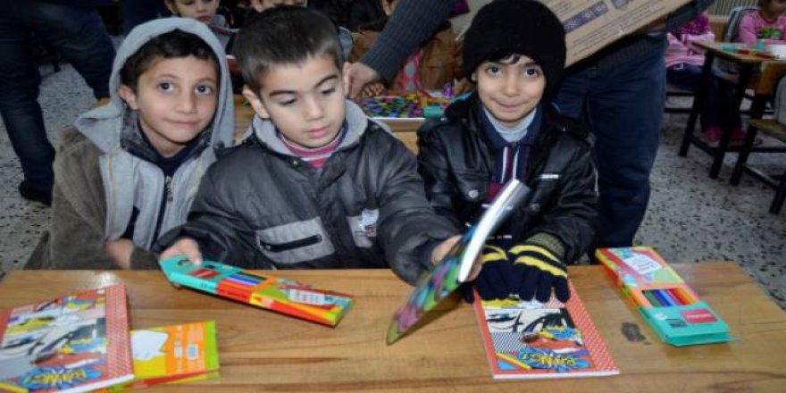 Suruç Kaymakamlığından Suriyeli Öğrencilere Kırtasiye Yardımı