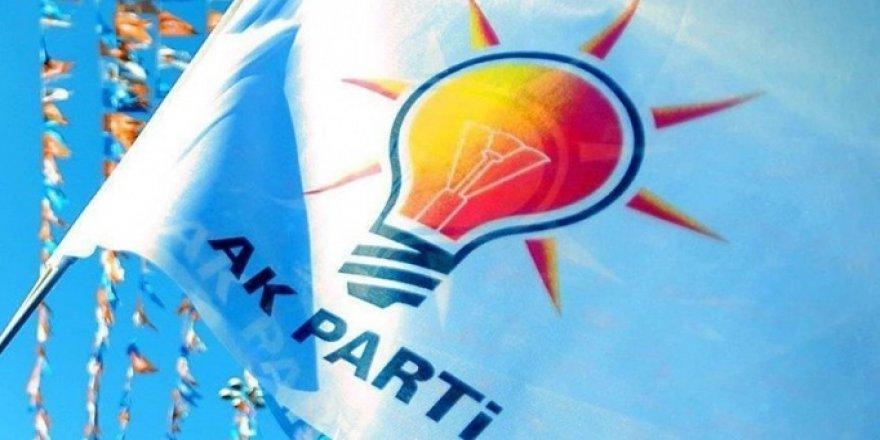 AK Parti'de 4 İlde Gece Yarısı Değişiklik