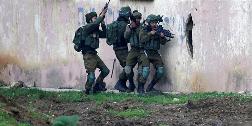 İşgalci İsrail Filistin Kampını Bastı!