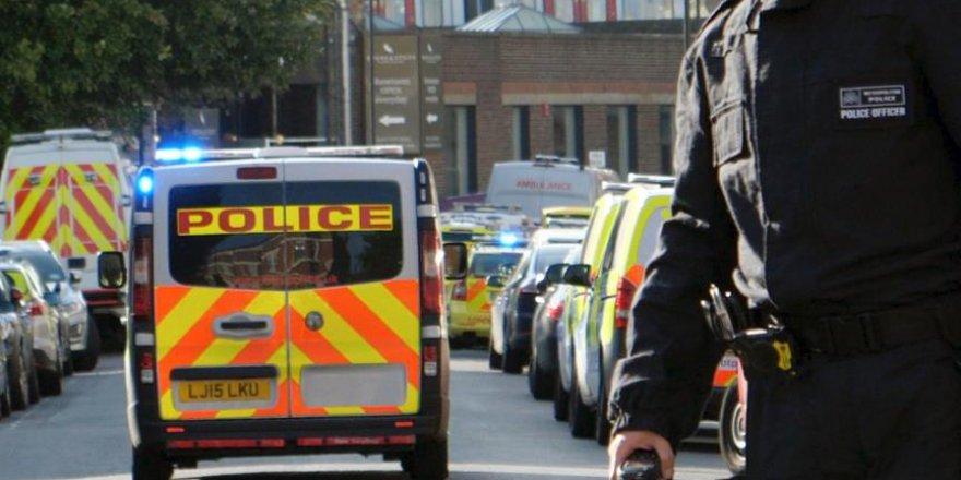 Londra'da Araç Yayalara Çarptı