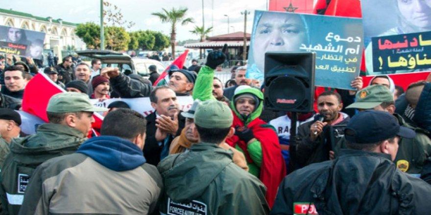 """Fas'ta """"Rif Hareketi"""" Tutuklularına Destek Gösterisi"""