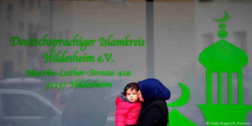 Almanya'da İslami Tatil Günü Tartışması
