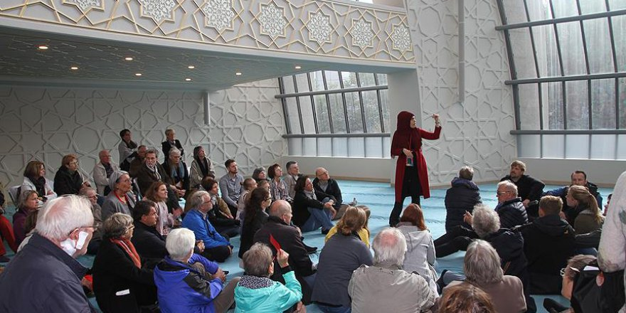 Almanya'da Müslümanlar İçin Tatil Günü Gelebilir