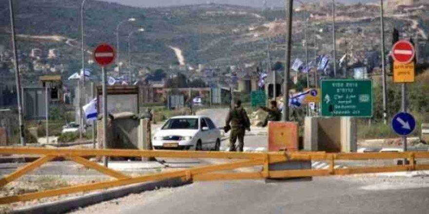 İşgal Askerleri Kontrol Noktasında Filistinli Gencin Parasını Çaldı
