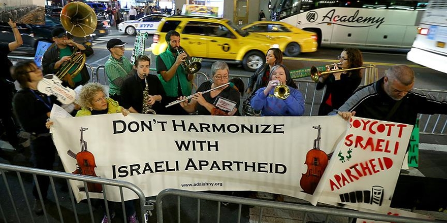 İşgalci İsrail'in Filarmoni Orkestrası'na New York'ta Protesto!